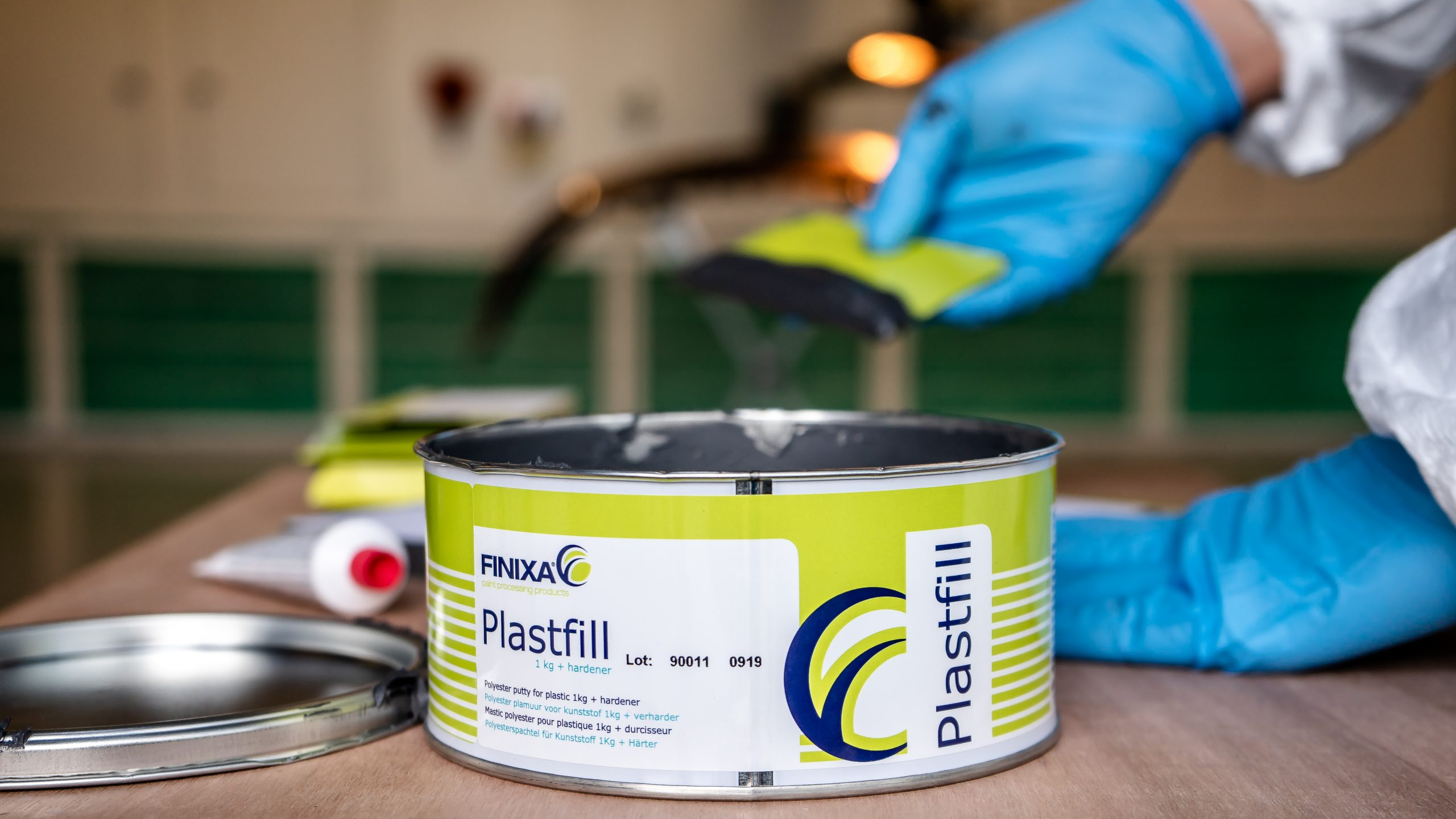 Polyester putty for plastic PLASTFILL